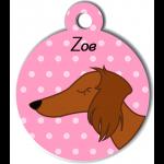 Médaille rose chien marron type teckel levrier poils longs