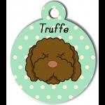 Médaille vert chien frisé marron type caniche
